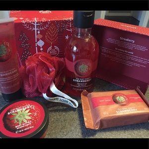 The Body Shop Festive gift set Strawberry